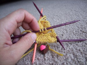 knitting in the round, knitting with double pointed needles